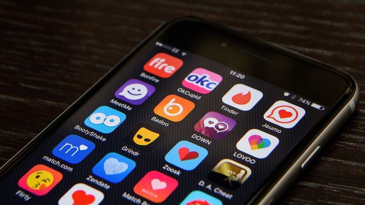 Dating Apps Caught Sharing Your Details With 'Dozens' of Third Parties: Report